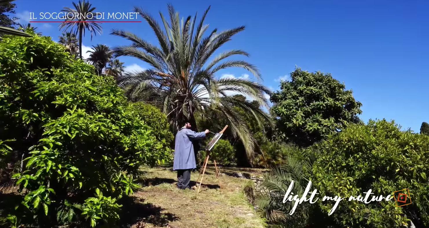 Fotogramma di un video in cui Monet dipinge in mezzo al verde a Bordighera